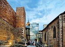 Museo Bibat junto a las murallas de Vitoria