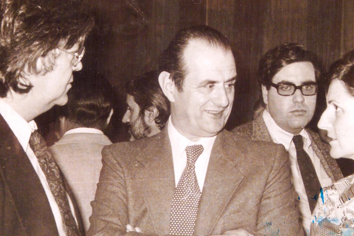 I Mesa Redonda sobre gastronomía, 1976. A la izquierda Juan Gómez Soubrier, Paul Boucuse en el centro, a la derecha Ymelda Moreno (RAG), detrás Lopez Canís (Club de Gourmet) y Victor de la Serna. Foto cedida por Belén Laguía