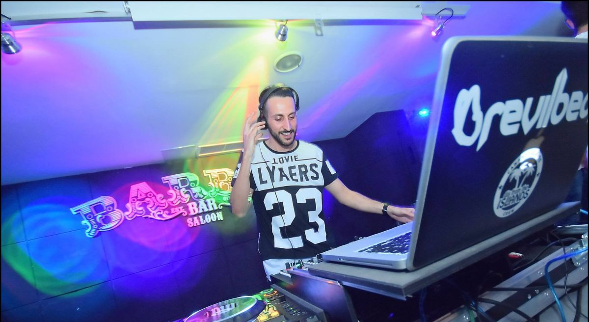 DJ en el Barbas Bar. Foto: cedida