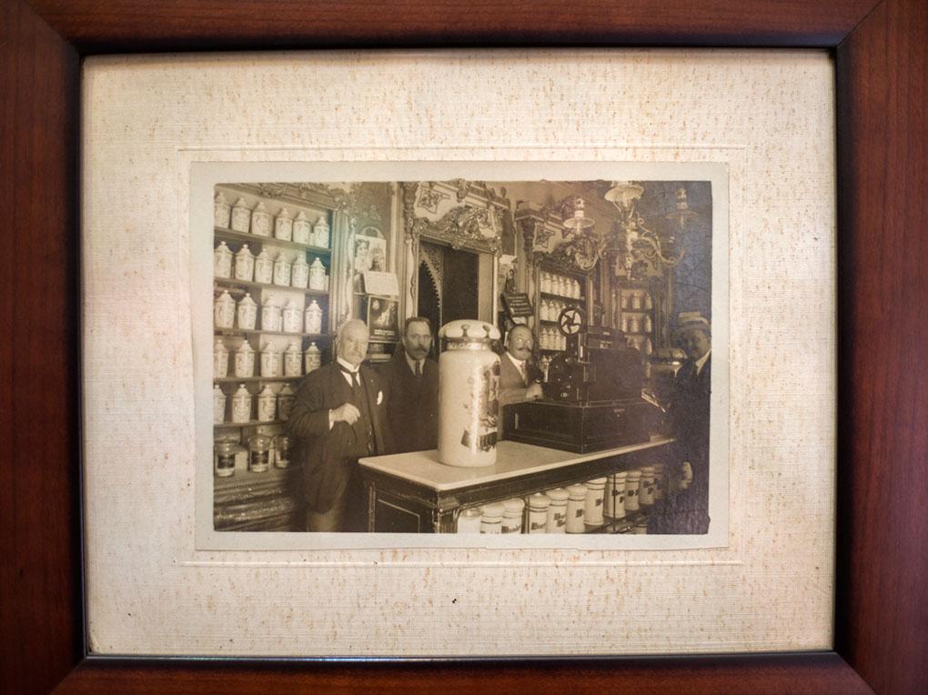 Foto antigua de la farmacia
