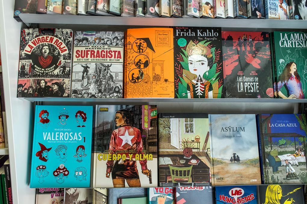 El catálogo de Berkana no se reduce a literatura. Tienen cómics, vídeos y libros de fotografía.