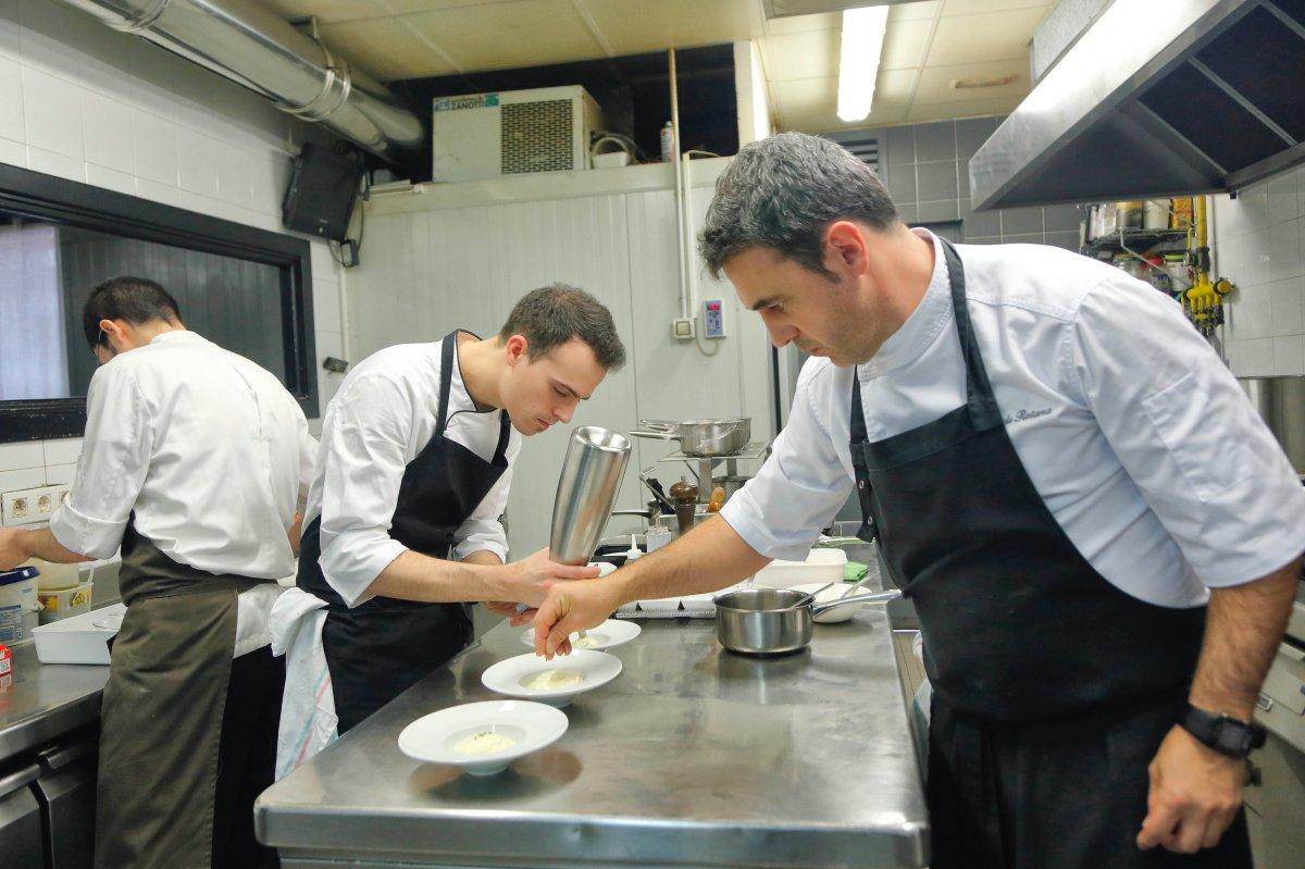 Restaurante El Clarete (Vitoria). Unai Fernández de Retana, chef (cocina 1). Foto: Roberto Ranero