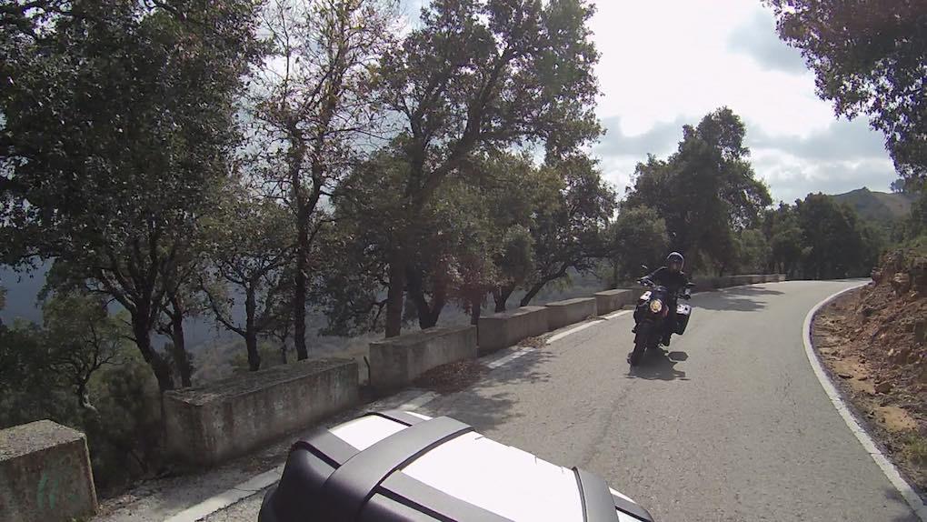 Carretera de curvas por el parque natural de Los Alcornocales. Foto: Clara Peñalver