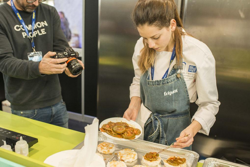 Concurso de hamburguesas en Madrid Fusion 2017 (preparación de bocadillo de calamares). Foto: Alfredo Cáliz
