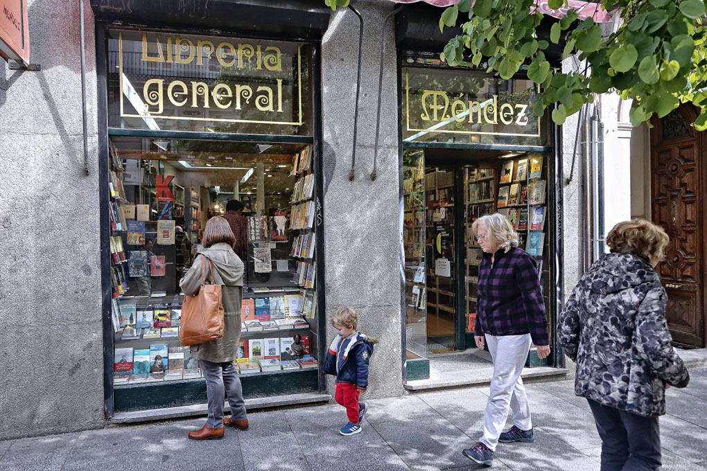Librerías de Madrid: Fachada de Librería Méndez. Foto: Roberto Ranero
