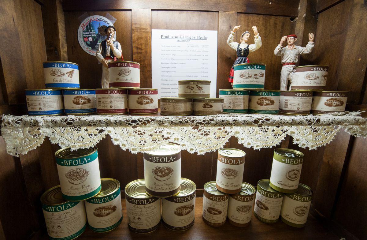 Conservas de productos cárnicos del restaurante. Foto: Gari