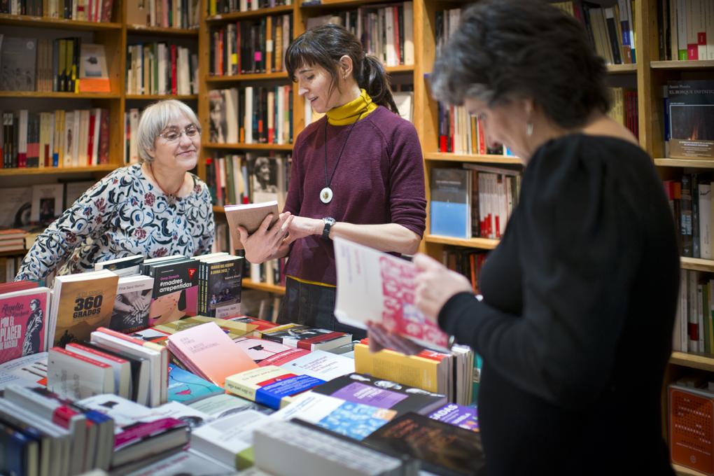 La librería mujeres, con las tres dueñas. Foto: Sofía Moro
