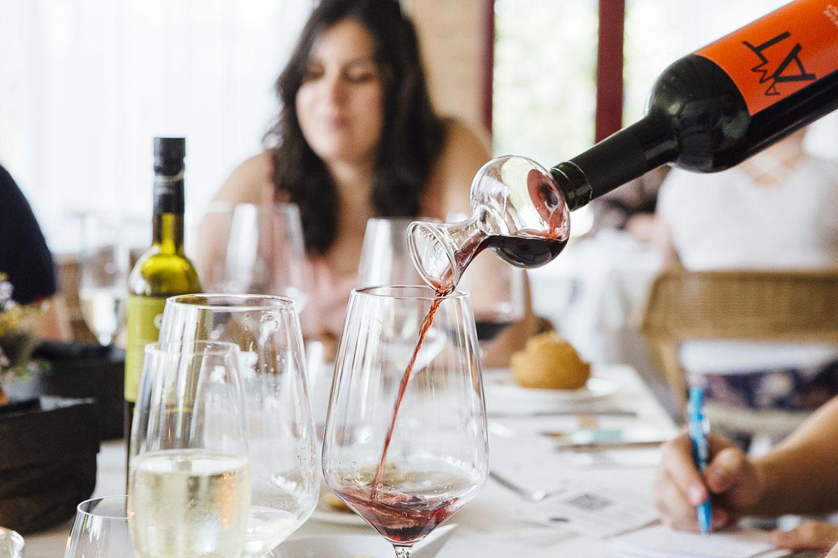 Restaurante Sa Cova (Baix Empordà). Decantador de vinos. Foto: César Cid.