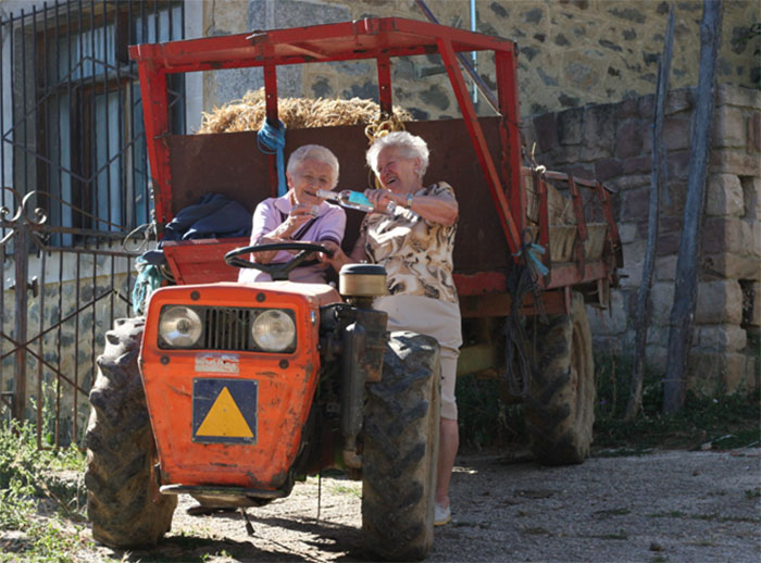 Orujo Los Picos y Justina de Liébana. Fidela y Severina. Foto: Santiqueros