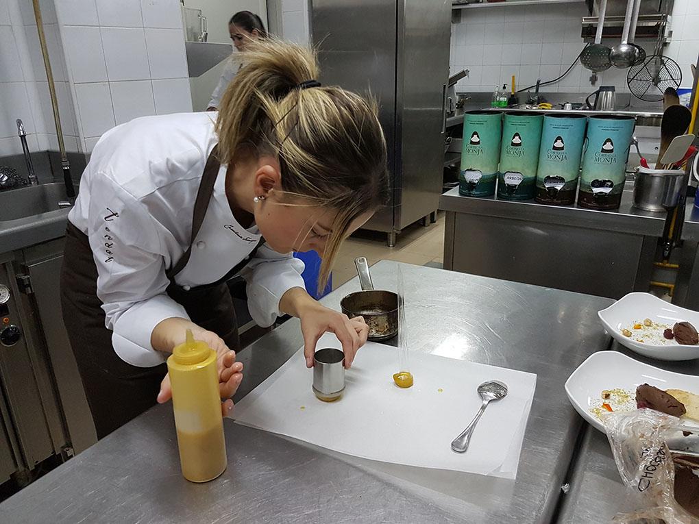 Carolina Tarazaga en las cocinas de Tendal (Baeza)