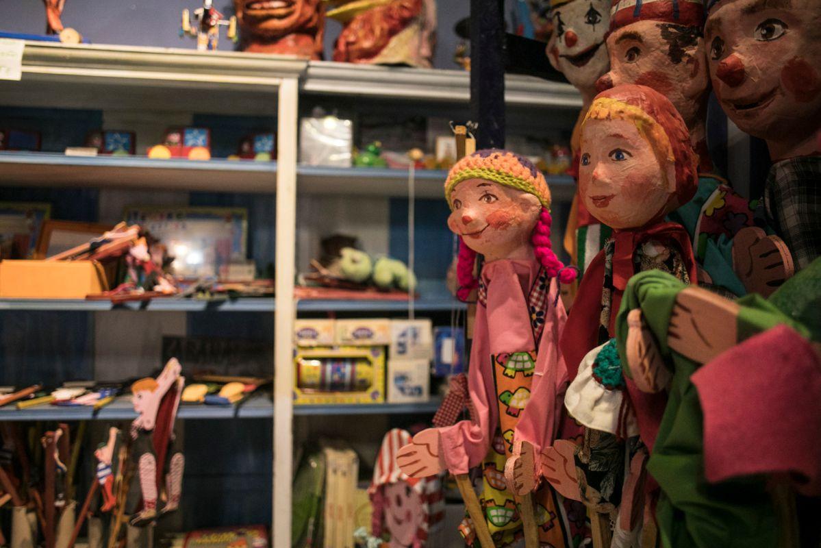 Las marionetas dan la bienvenida. Foto: Eva Máñez