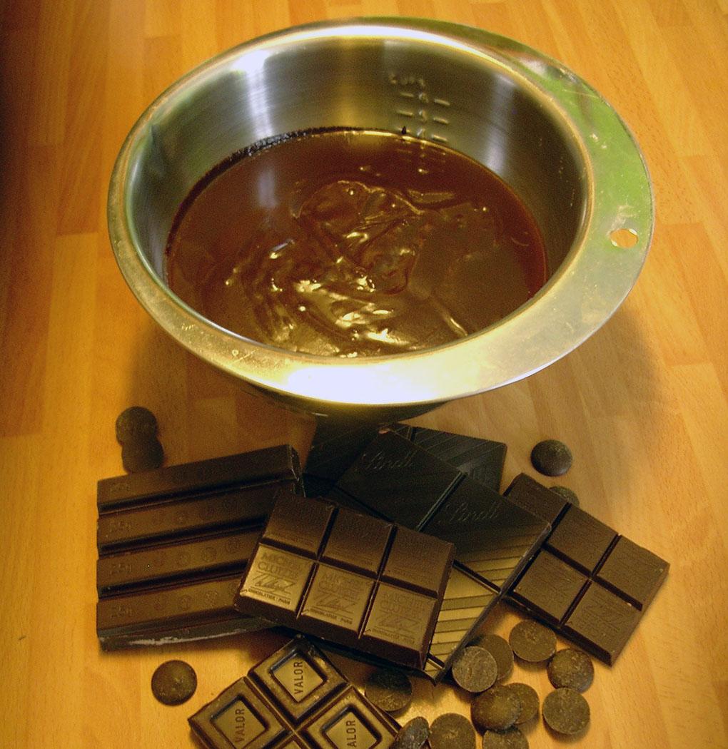 Chocolates para preparar las trufas. Foto: Rosa Tovar