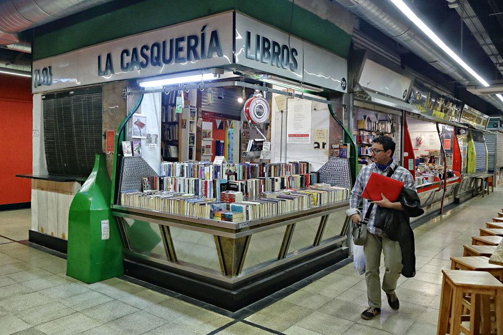 Librerías de Madrid: Puesto de La Casquería. Foto: Roberto Ranero