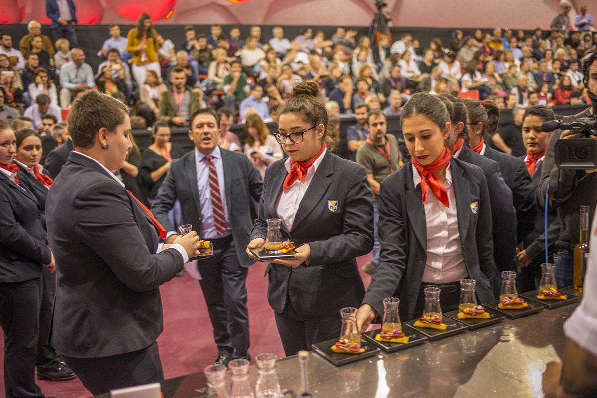 Concurso Tapas. Alumnas de la Escuela de 'Alcazarén'. Foto Alfredo Cáliz