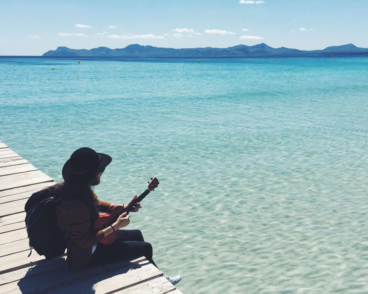 Carlos Sadness en la playa. Foto: Instagram