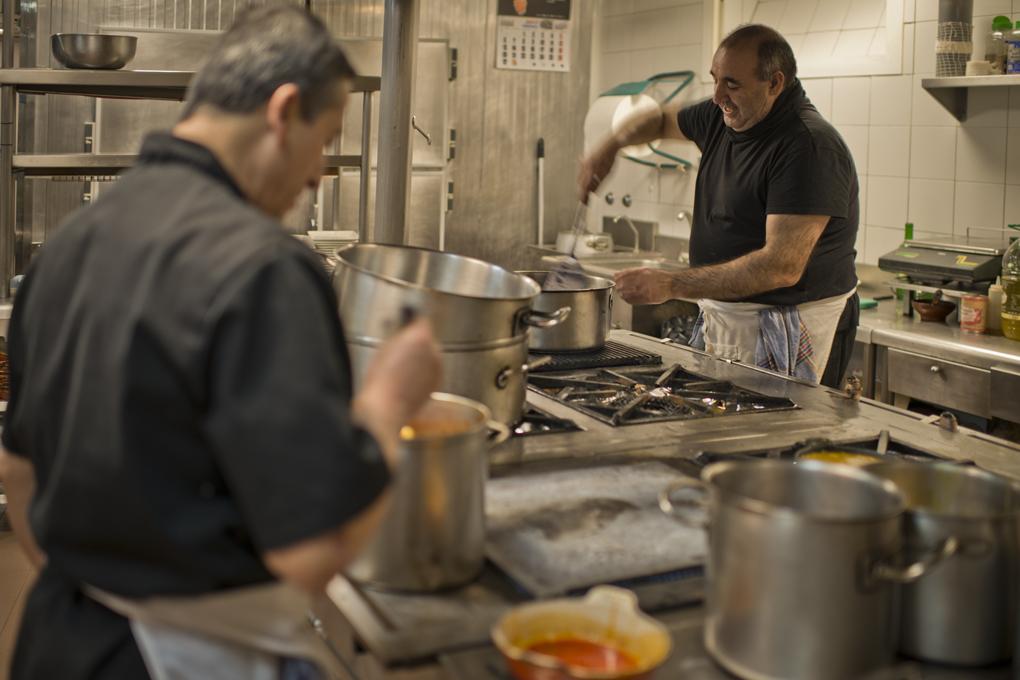 Bulle la sopa castellana en la cocina de casa Pedro