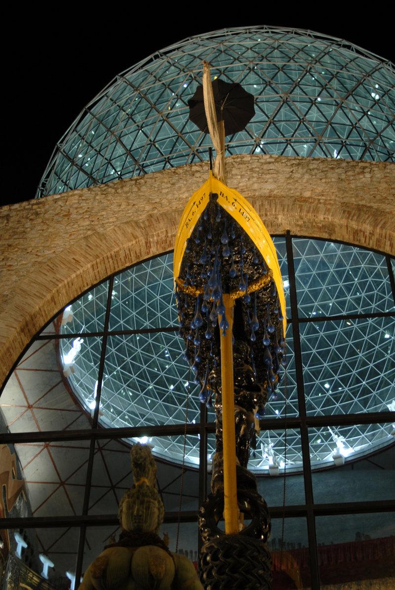 Teatro-Museo Dalí de noche. Imagen cedida por cortesía de la © Fundació Gala-Salvador Dalí