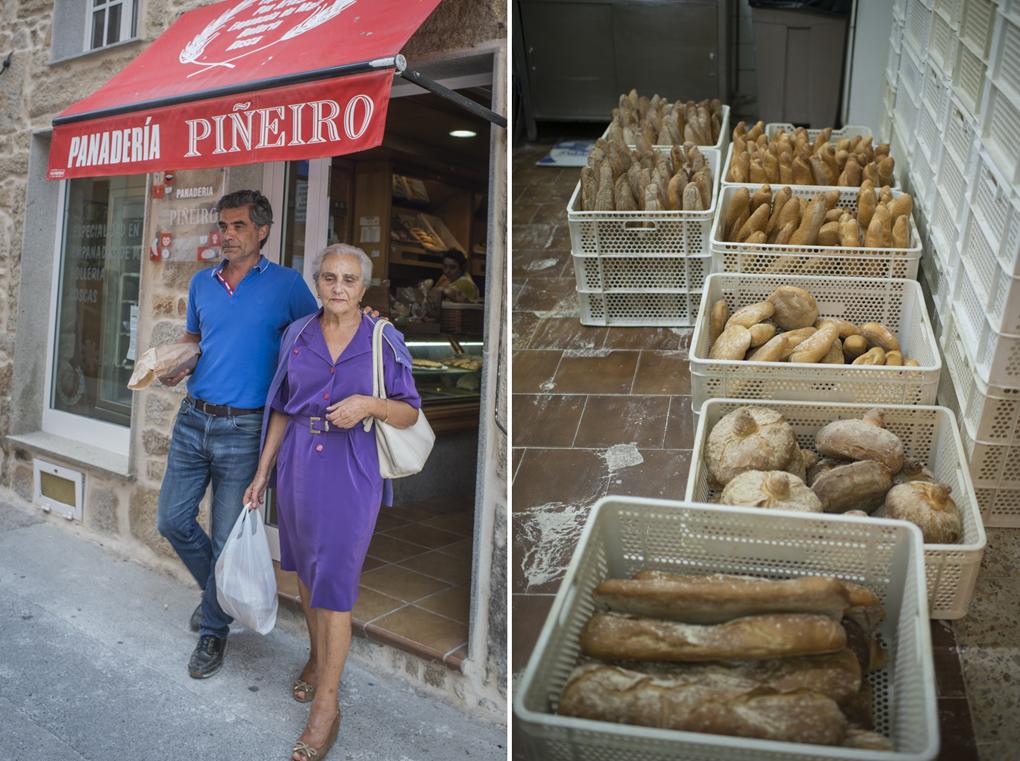 Una señora mayor y su yerno abandonan la panadería con sus bolsas de pan
