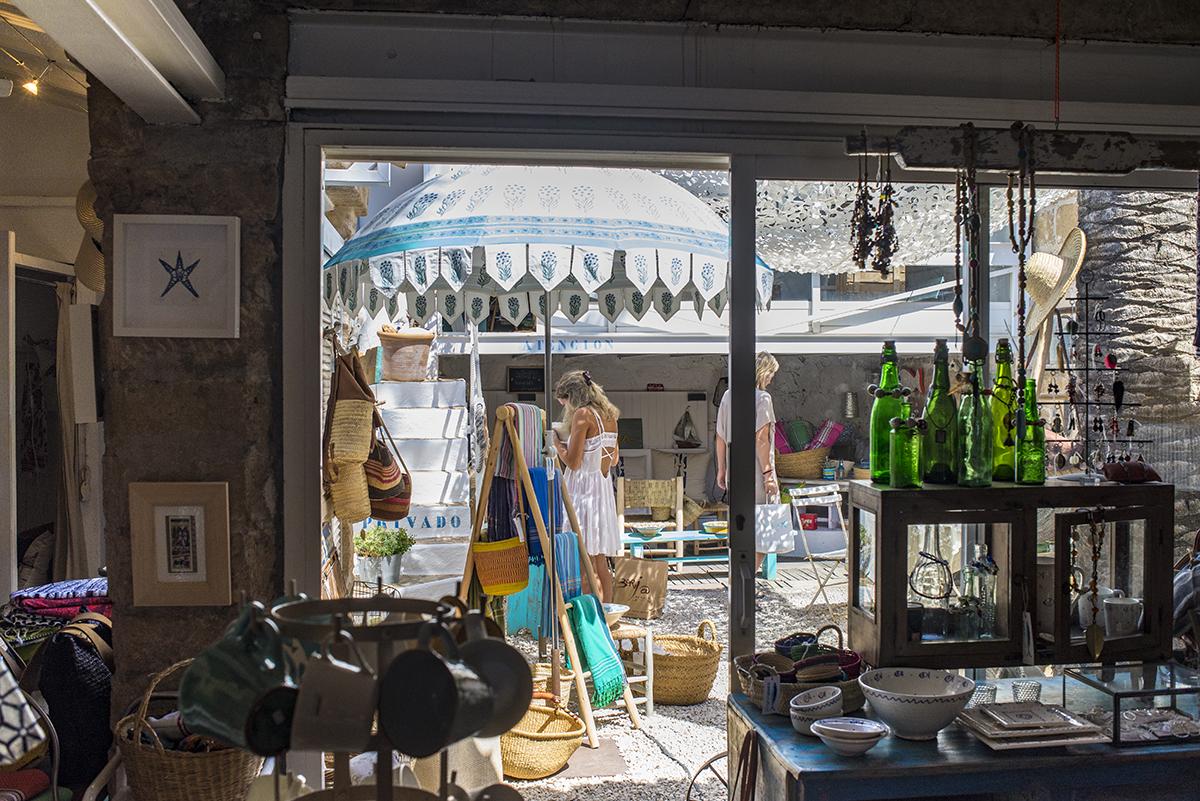 El interior de la tienda Indigo. Foto: Retratería