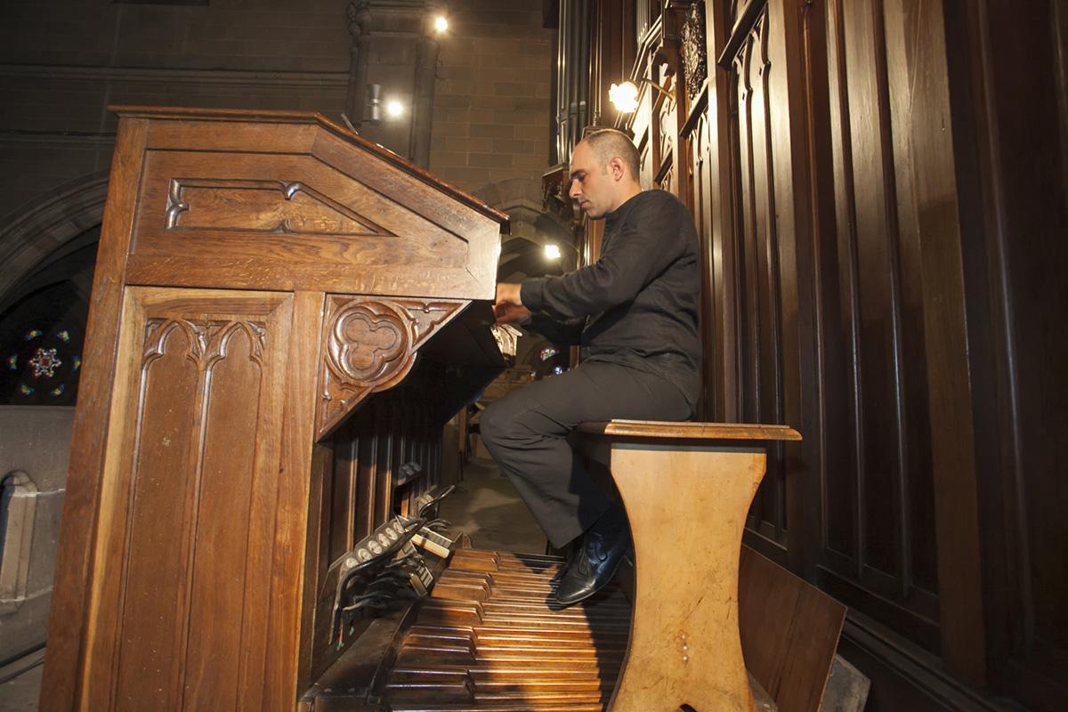 Teclas y pedales que toca Juan de la Rubia en el órgano de Torrelavega. Foto: José García
