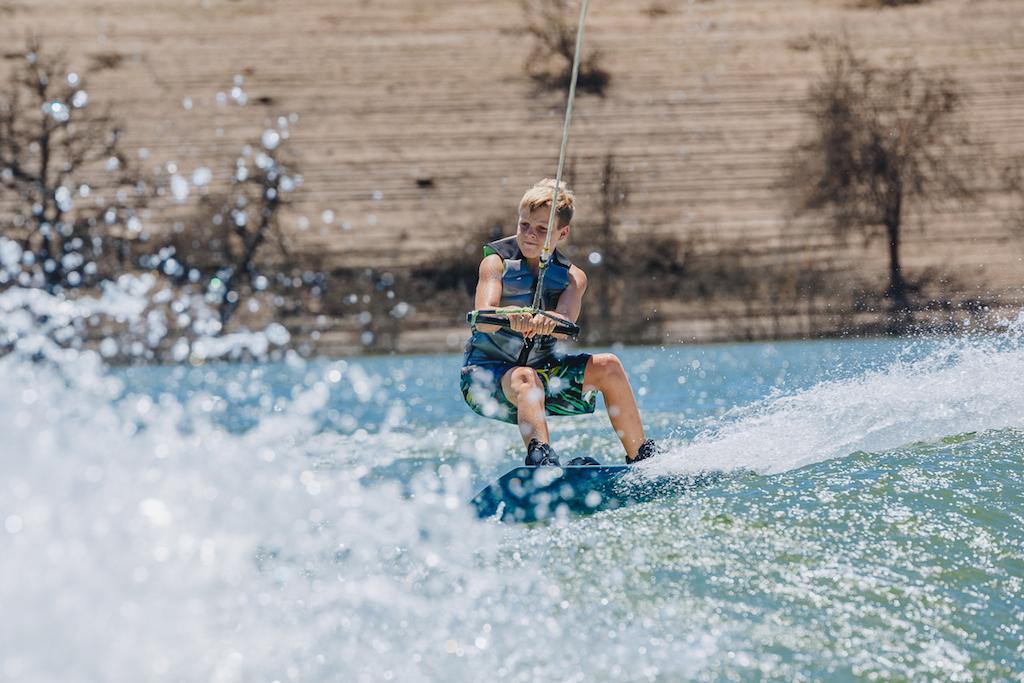 Haciendo wakeboard en el pantano.