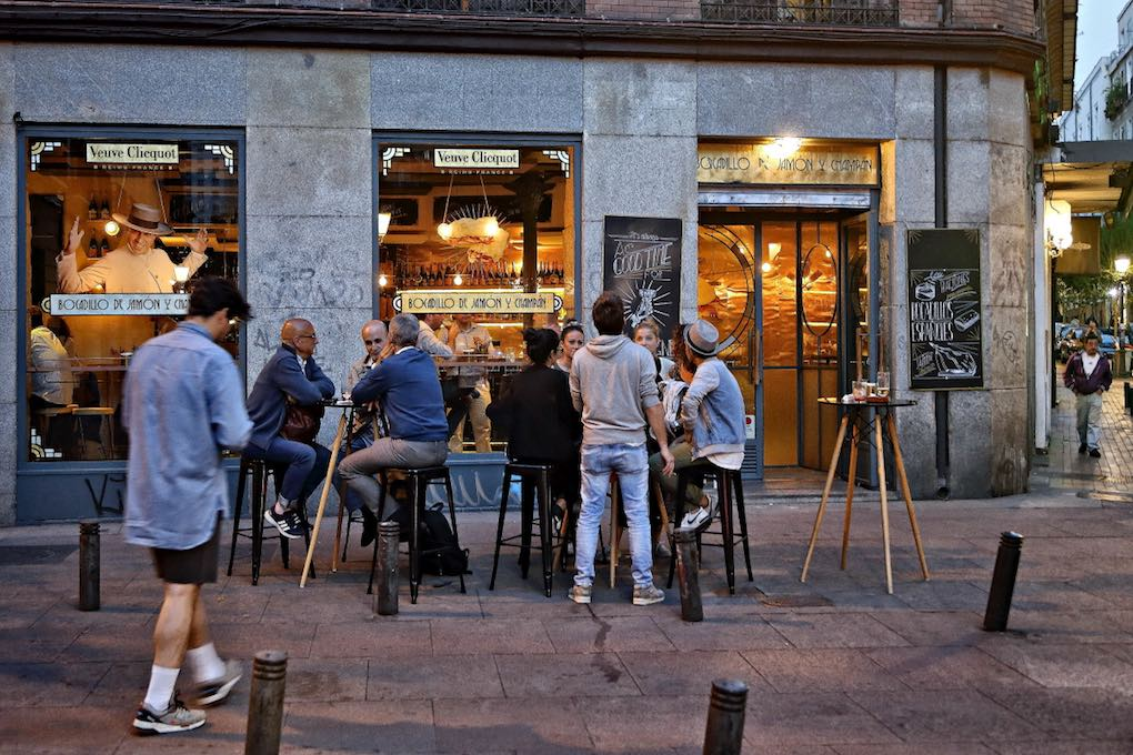 Bocadillo de Jamón y Champán, terraza, Madrid. Foto: Roberto Ranero