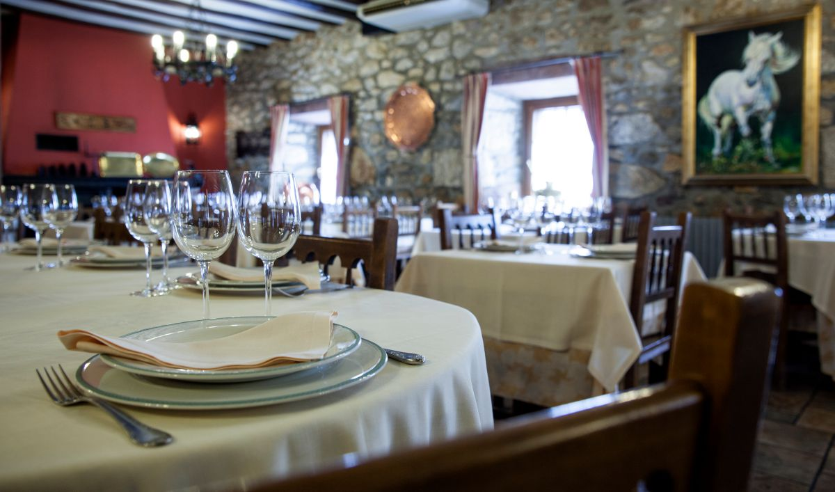 El salón del restaurante Posada Palacio Beola. Foto: Gari