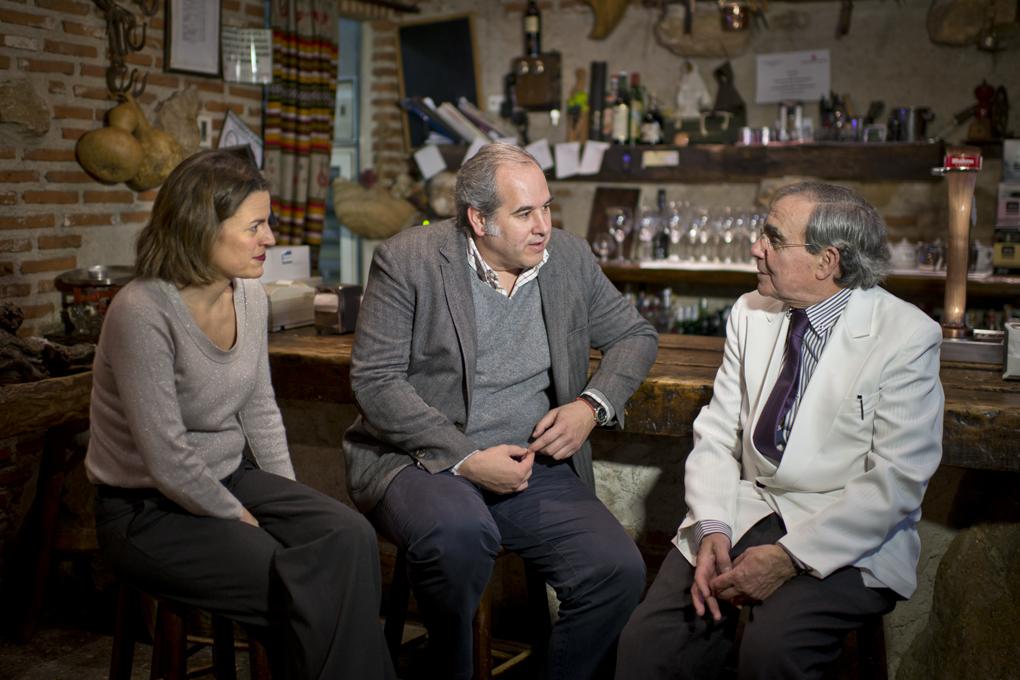 Pedro Guiñales, su hija Irene y Luis Suárez de Lezo