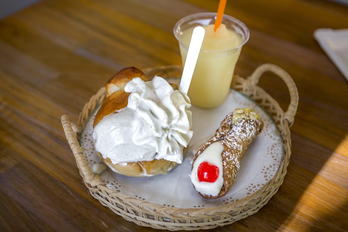 Cannoli, granita de limón y brioche gelato. Foto: Javier Sierra