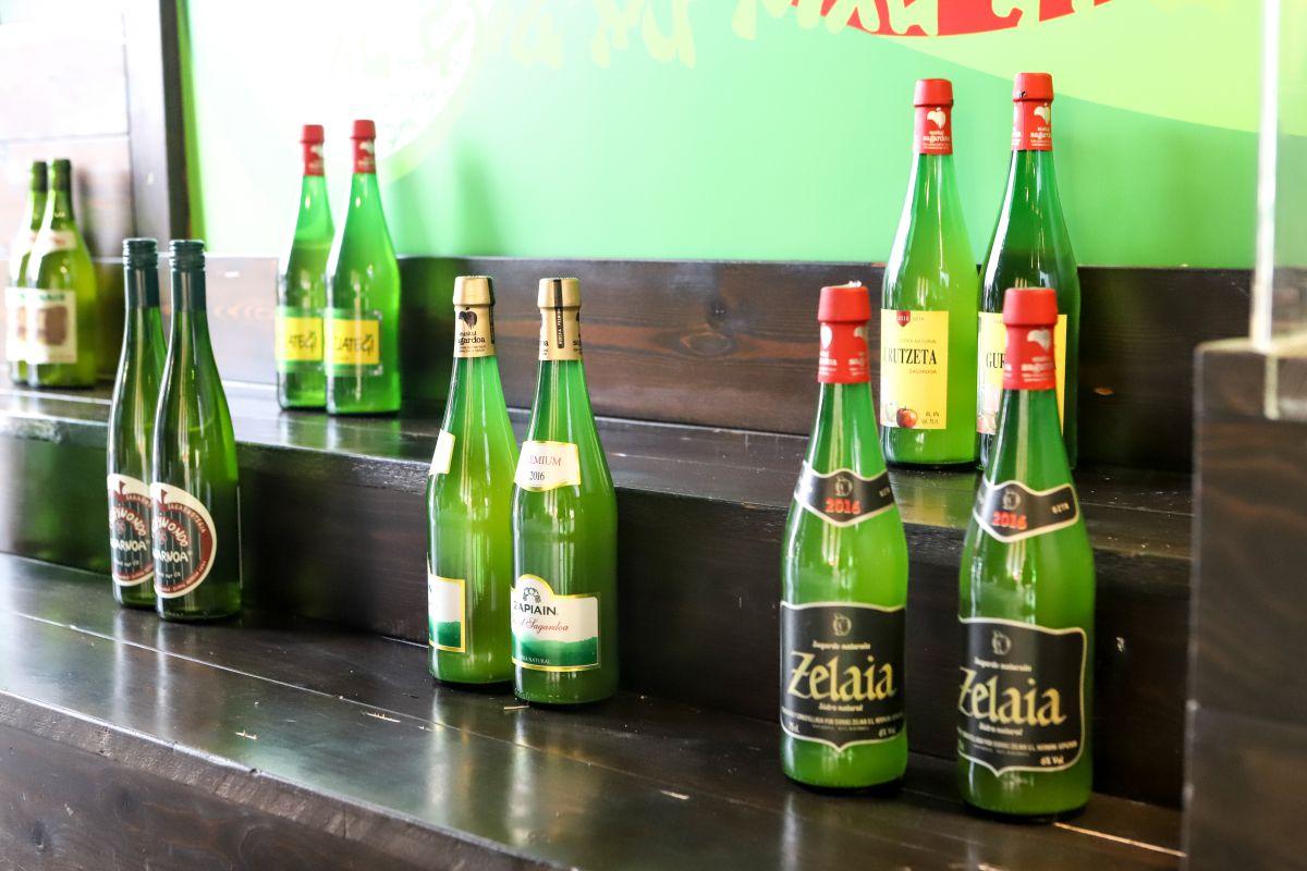 Botellas de sidra en el museo de la sidra. Foto: Yoana Salvador