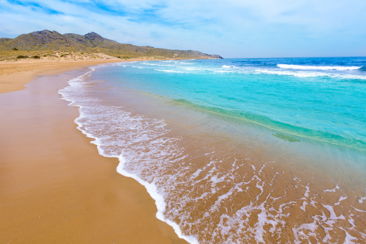Playa Larga en el parque regional de Calblanque. Foto: Shutterstock