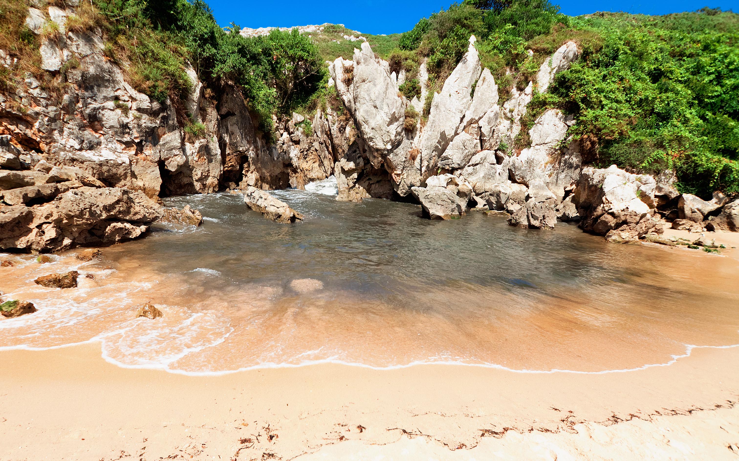 Diez playas imprescindibles para el verano gu a repsol for Piscinas naturales cantabria
