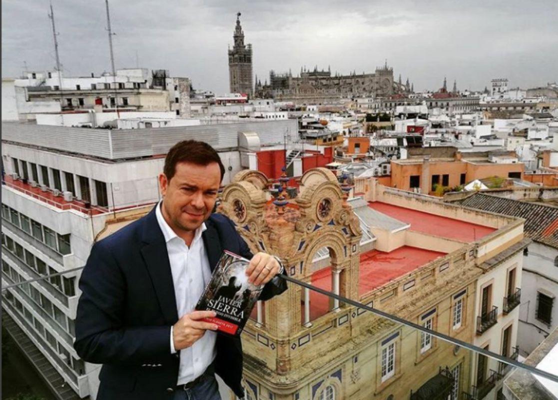 En Sevilla asomado a la terraza de un hotel. Foto: Facebook