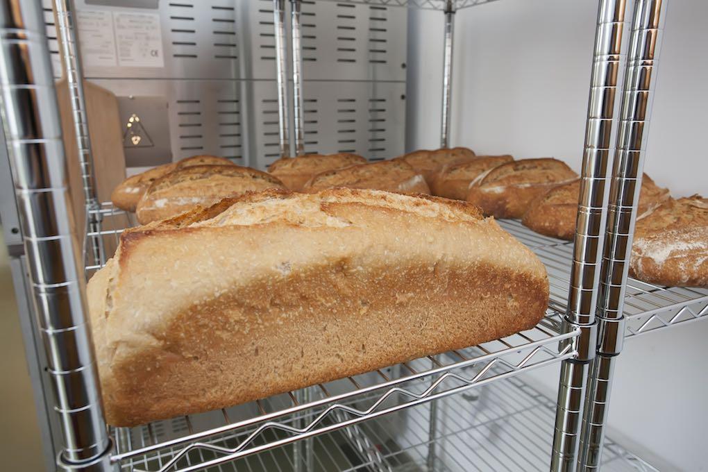 pan en la estantería