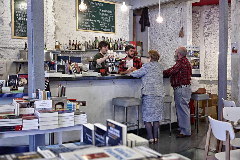 La barra de vinos y cafés de Tipos Infames. Foto: Roberto Ranero