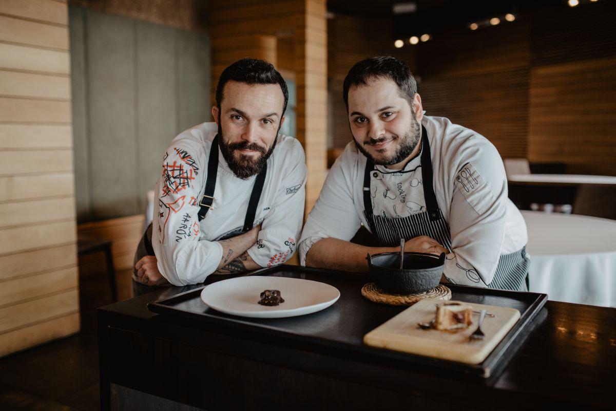 El chef y el jefe de cocina de 'Alborada'. Foto: Nuria Sambade