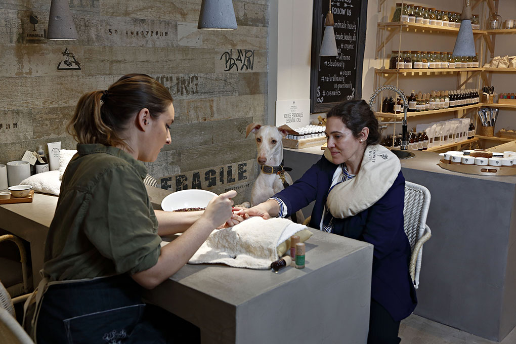 Tratamiento estético con mascotas. Foto: Roberto Ranero