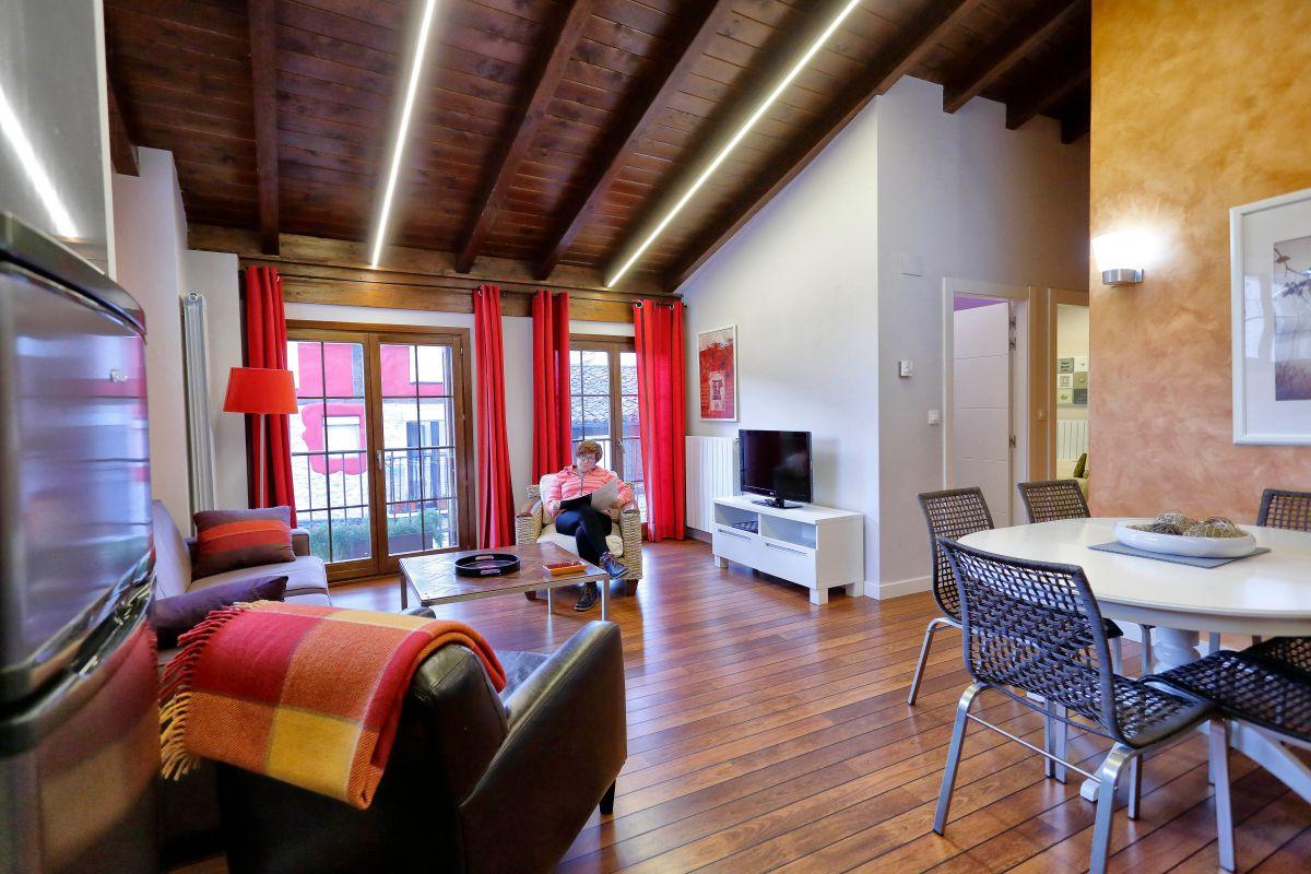 Escaray. 'Apartamentos Ezcaray' (1). Foto: Roberto Ranero