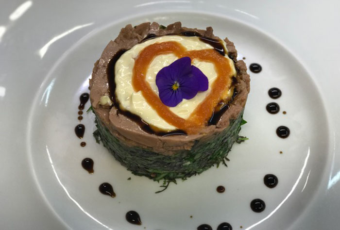 Can Vallés: ensalada de hígado de bacalao. Foto cedida