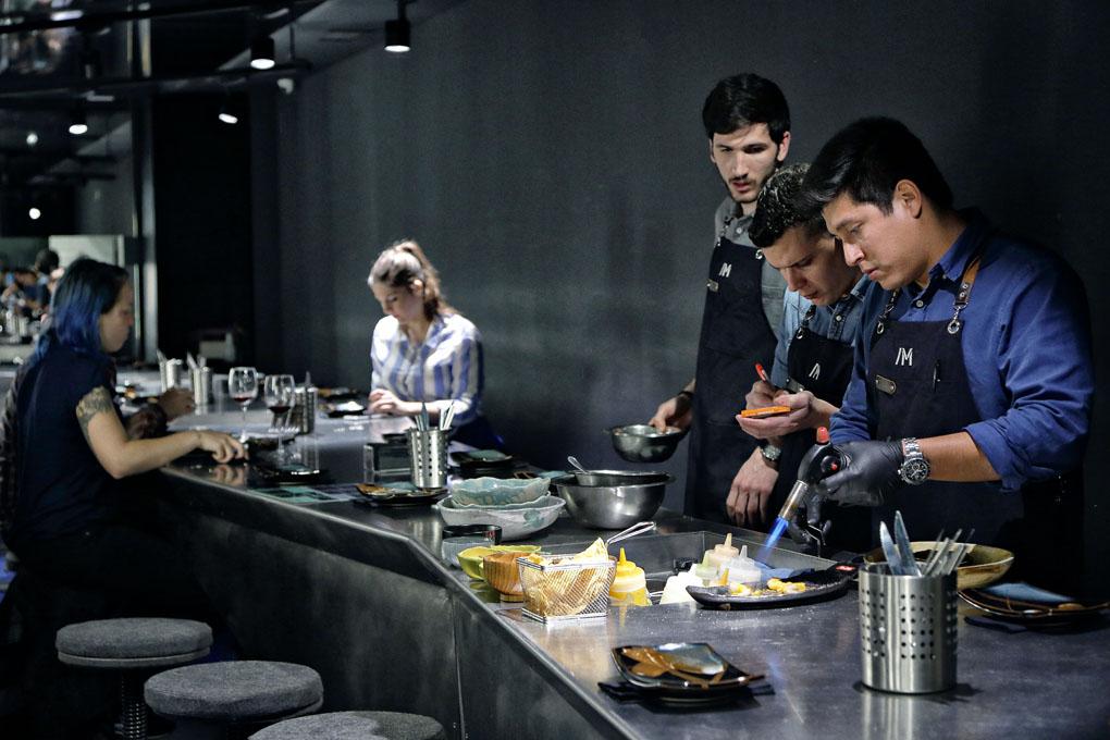 Barra M, Madrid, cocinando
