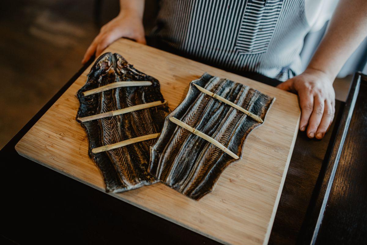 La lamprea estirada con palillos. Foto: Nuria Sambade