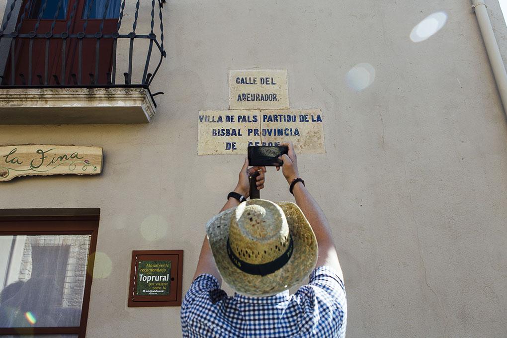 Pals (Bajo Ampurdán, Baix Empordà) - calle de Pals - Foto: César Cid