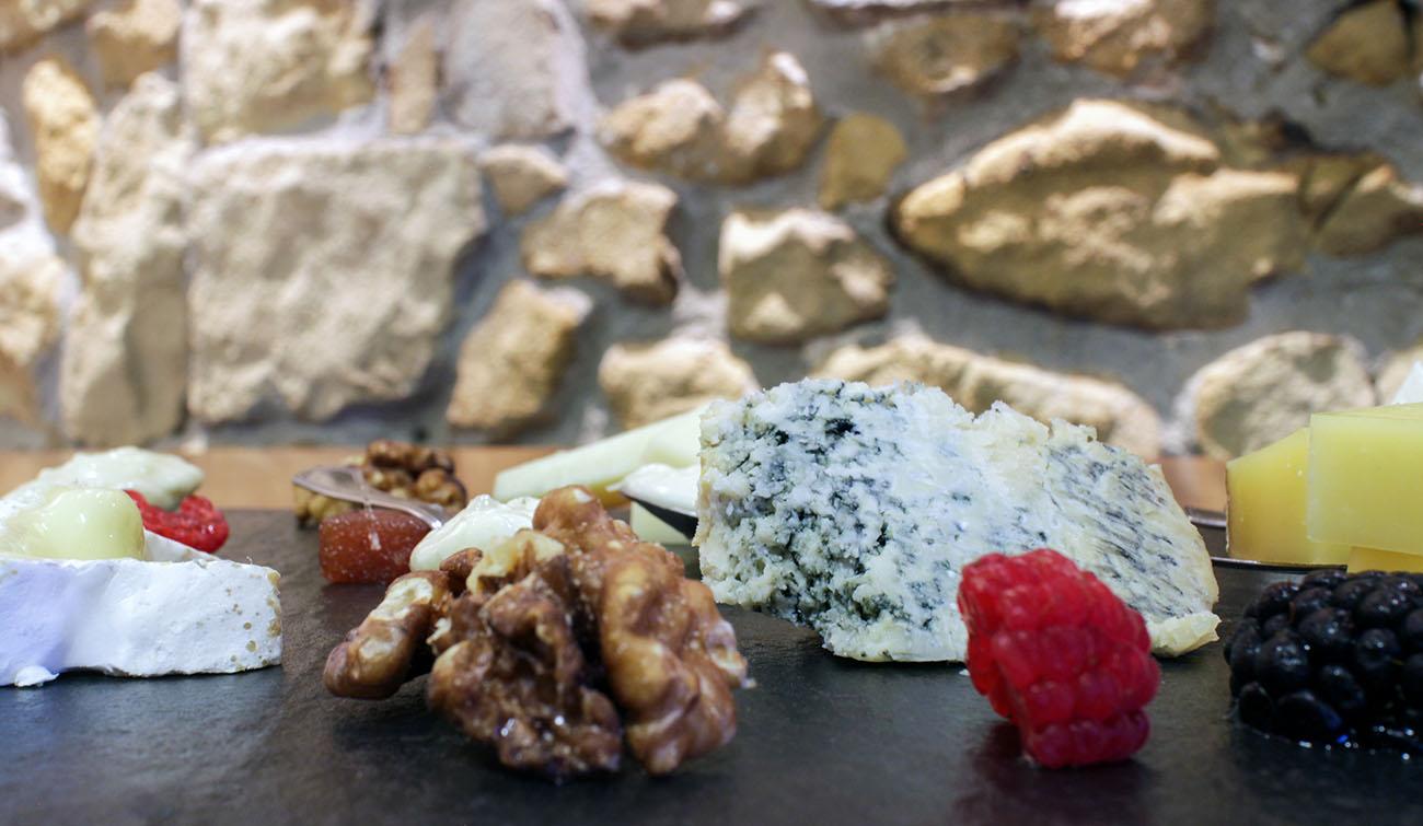 Restaurante Donosti - Zelai Txiki' (tabla de quesos). Foto: Bixigarri