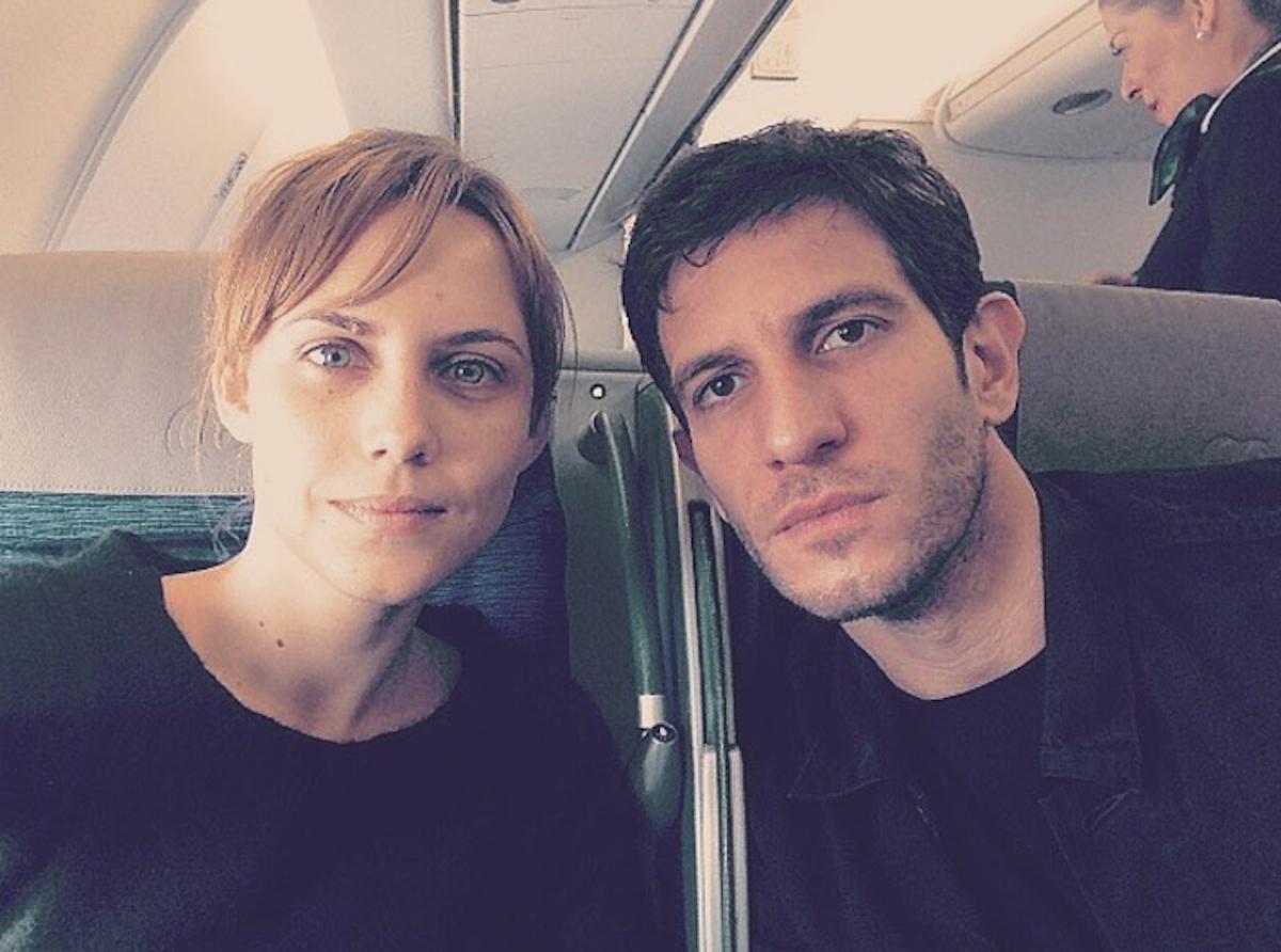 Aura Garrido viajando con su compañero de reparto Quim Gutiérrez. Foto: Instagram