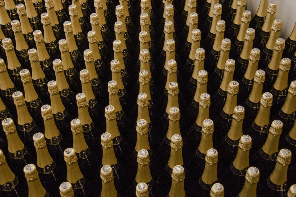 Ya no bebemos cava sólo en celebraciones. Servir un espumoso en una comida siempre suma puntos.