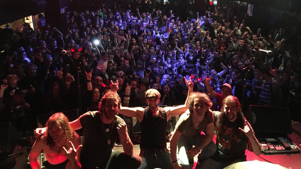 Tributo a  AC/DC en Vitoria. Foto: Rock de Familia