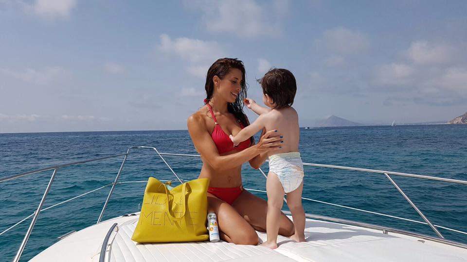 Pilar Rubio con su hijo
