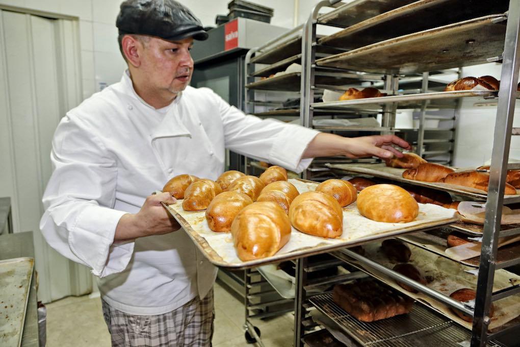 Panes saliendo del horno
