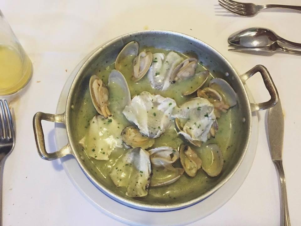 Kokotxas de bacalao con almejas