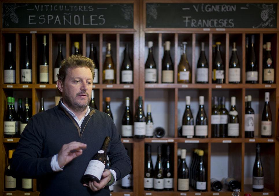 Xavier Saludes explica un vino